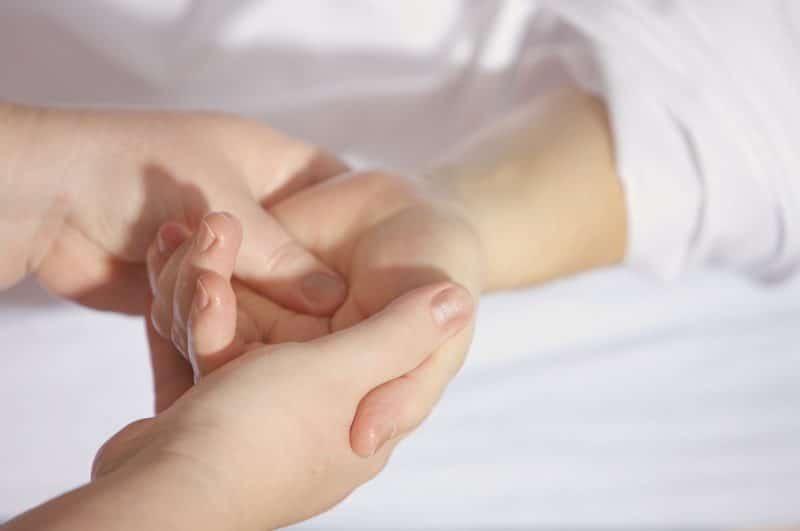 産後にむくみで指輪が指の関節が太くて入らない時のマッサージ3つ